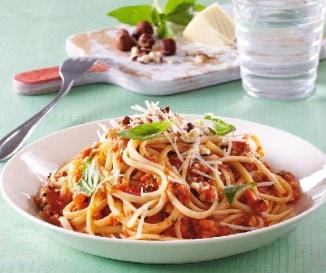 Spagetti paradicsomos pest�val