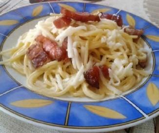 Tejf�l�s-szalonn�s spagetti