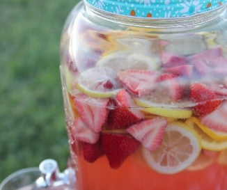 Extra gy�m�lcs�s sangria