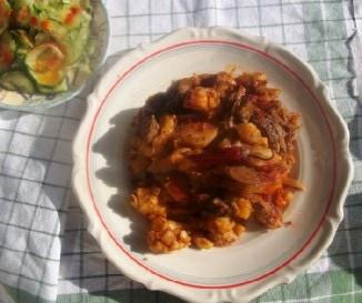 Resztelt borj�m�j krumplival �s uborkasal�t�val
