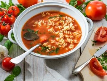 S�lt paradicsomb�l k�sz�lt leves t�szt�val