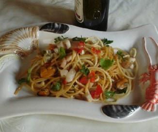 Tenger gy�m�lcsei spagetti bazsalikomos pest�val