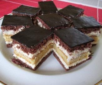 Krémes kakaós süti kétféle piskótával (Horizont szelet)