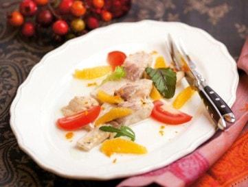 Olívás pontyfilésaláta naranccsal és paradicsommal