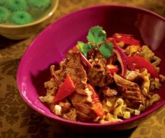 Indonéz sült marha kókuszpehellyel