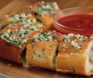 Pofonegyszerű mégis különleges vacsora: fasírtos baguette házi fokhagymás vajjal - VIDEÓ!
