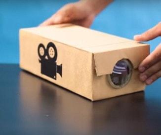 Zseniális ajándék fillérekből: így készíts okostelefon-projektort - VIDEÓ!