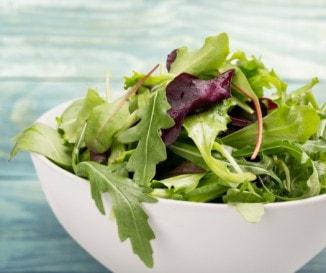 Sok zöld és egy kevés piros: mi minden van a salátamixekben?