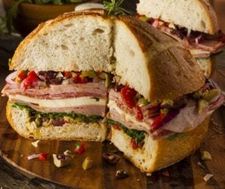 Minden, amit tudnod kell New Orleans ikonikus szendvicséről, a muffról!