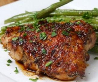 Serpenyős mézes-fokhagymás csirke: szaftos vacsora 45 perc alatt