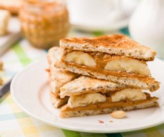 Mogyoróvajas-baconös szendvics és fasírt tükörtojással: döbbenet mit evett Elvis reggelire!