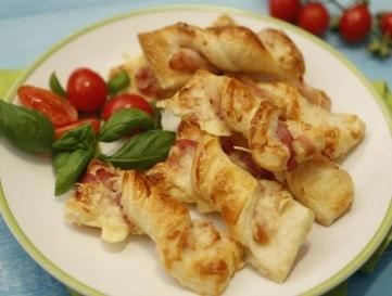 Baconös-sajtos falatkák leveles tésztából - VIDEÓ!