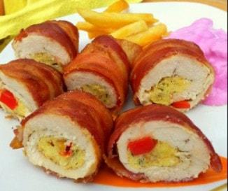 Baconbe göngyölt csirkemell céklasalátával