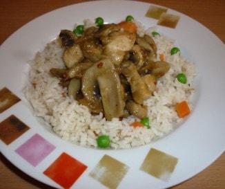 Kínai gombás csirke zöldséges rizzsel