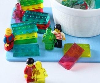 Gyereknapi meglepetés: készíts Lego formájú gumicukrot egészségesen!