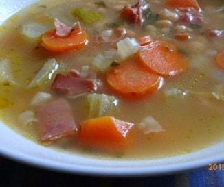 Toszkán fehérbab-leves prosciuttóval