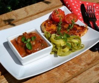 Zöldfűszeres-paradicsomos mediterrán csirke