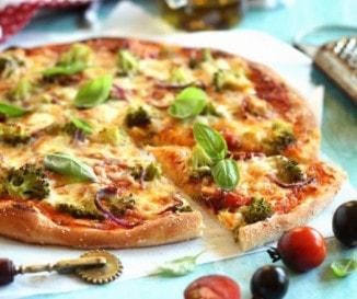 Brokkolis pizza grillezett paradicsommal