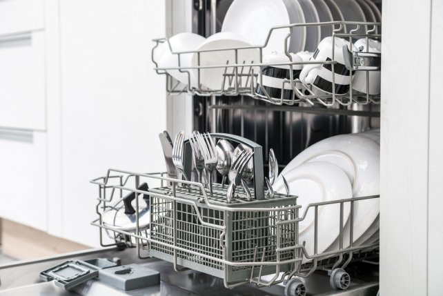 5 dolog, amit soha ne tegyél a mosogatógépbe